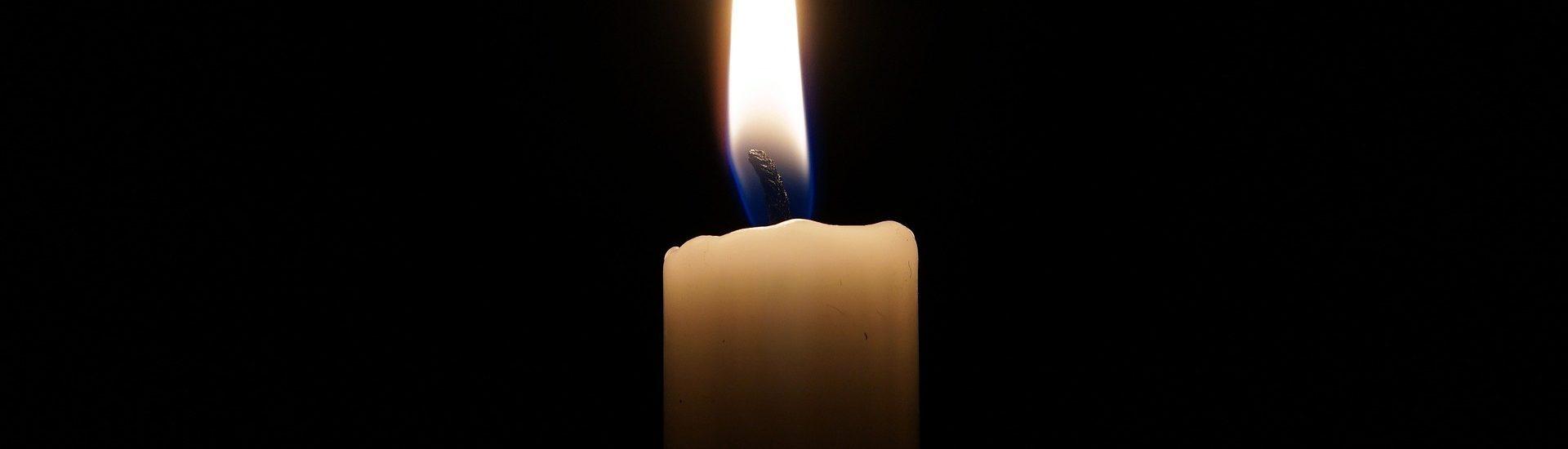 Vela encendida al no tener luz eléctrica