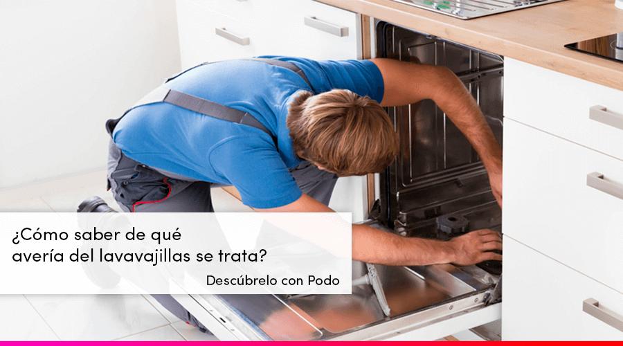 Técnico en una reparación de lavavajillas