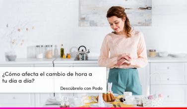 mujer en su cocina